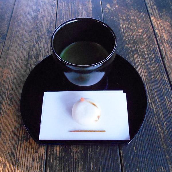 季節のしつらえと限定茶菓子