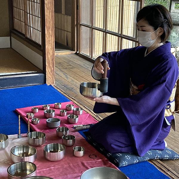 夏の特別早朝開場 おりんが響くせせらぎの日本庭園~煎茶とともに~